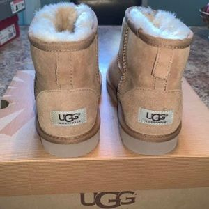 Uggs - Brand New in Box - Sz 5 (Fit Women Size 7)